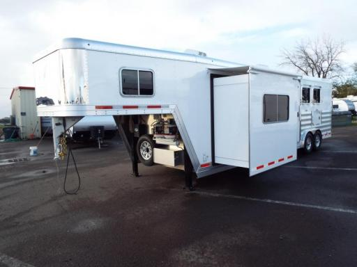 2017 Featherlite 9821 13' sw spacious lq - real wood cabinetry