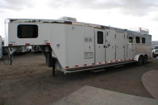 2005 Integrity 3h mid tack/ bunk beds