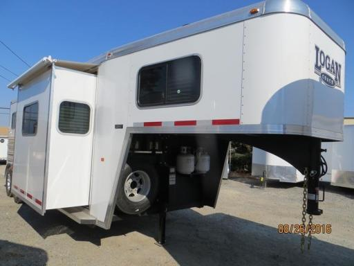 2016 Logan Coach riot horse trailer