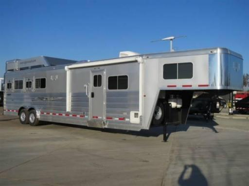 2014 Logan Coach 4 horse razor hd living quarters w/812 lq package horse trailer