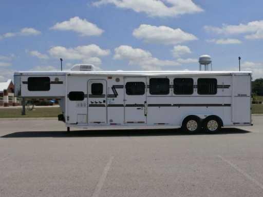 2004 Adam 4 horse !!! 8ft lq !!! great price !!!