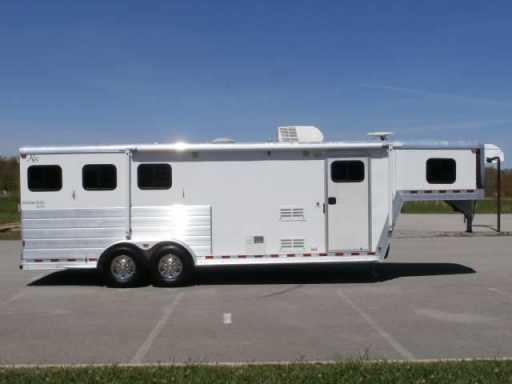 2009 Kiefer Built 3 horse !!! 8ft lq !!! 7'6