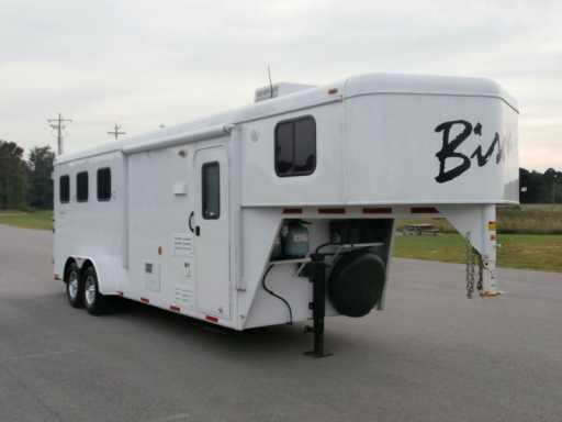 2013 Bison 3 horse 7ft lq !!! like new !!!