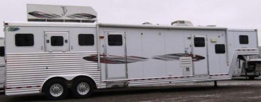 2007 Dream Coach 8313 living quarters w/midtack and generator