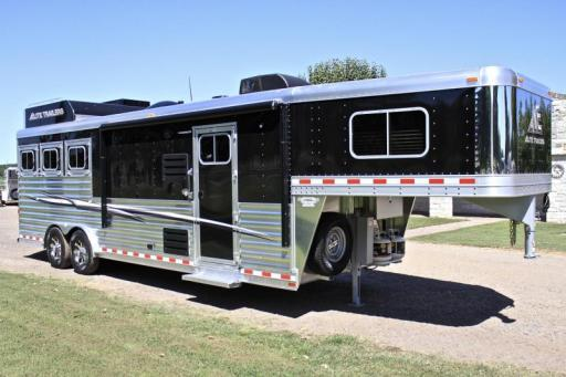 2019 Elite 3 horse with 108'' shortwall *corner chair*