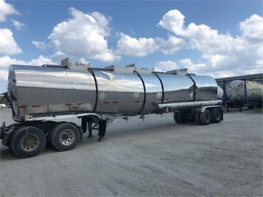 1990 Sunshine 7,500 gal/ 4 compartment / fresh tests!