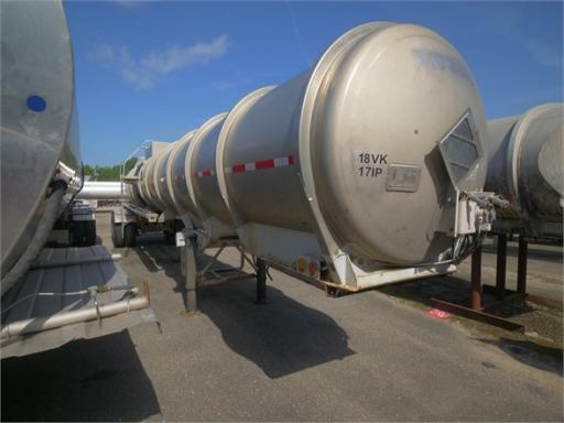 1986 Fruehauf mc 307 ss / 5000 gal / rear discharge / bottom loa