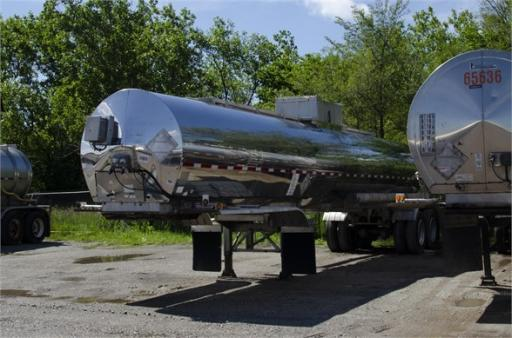 1994 Brenner mc 307 ss / 5000 gal / insulated / rear discharge